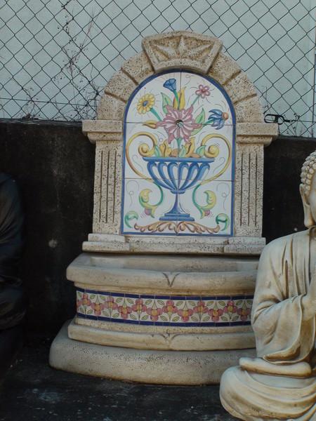 Fontaine murale basique avec decor faience le bon vivre for Faiences murales