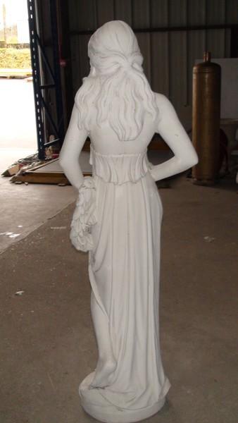statue femme d nud e tenant une couronne de roses le bon vivre. Black Bedroom Furniture Sets. Home Design Ideas