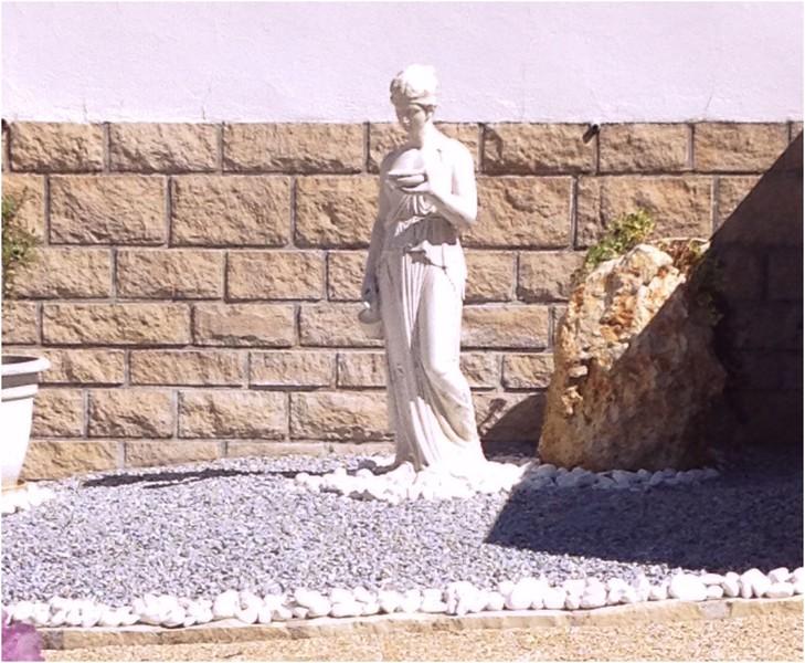 statue de jardin en pierre femme ebe le bon vivre. Black Bedroom Furniture Sets. Home Design Ideas