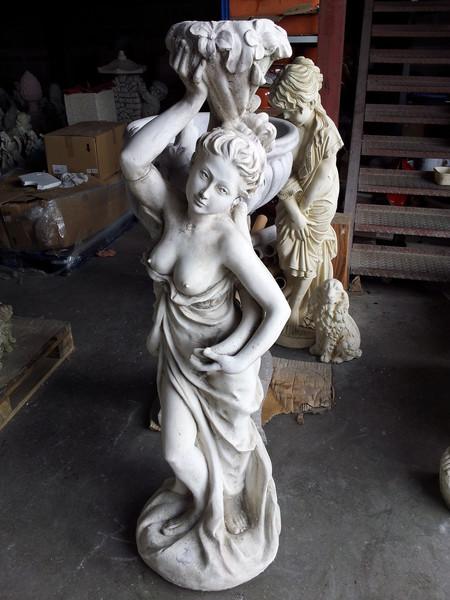 statue de jardin en pierre femme d nud e le bon vivre. Black Bedroom Furniture Sets. Home Design Ideas