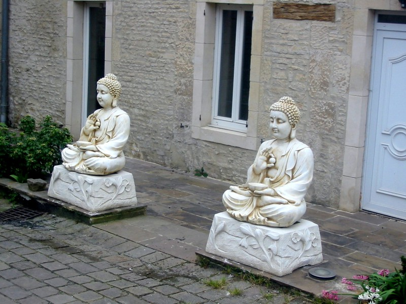 statue de jardin en pierre bouddha assis 80 cm le bon vivre. Black Bedroom Furniture Sets. Home Design Ideas
