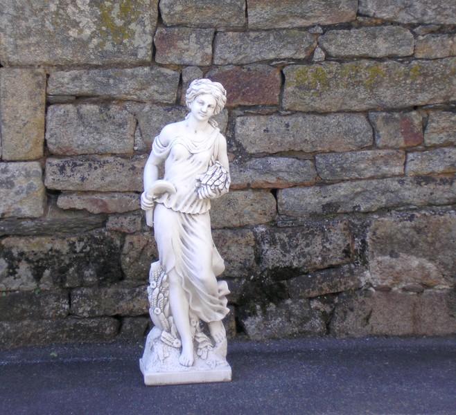 statue de jardin en pierre femme saison l 39 t le bon vivre. Black Bedroom Furniture Sets. Home Design Ideas