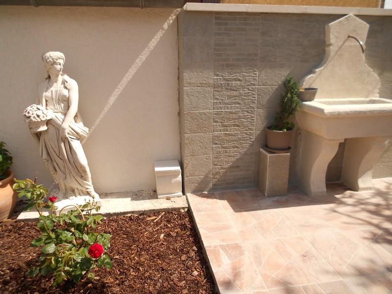 Statue De Jardin En Pierre Femme Saison Printemps