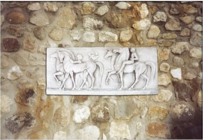 plaque murale en pierre bas relief chevaux le bon vivre. Black Bedroom Furniture Sets. Home Design Ideas