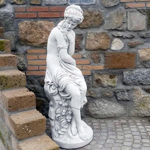 statue de jardin femme honteuse le bon vivre. Black Bedroom Furniture Sets. Home Design Ideas