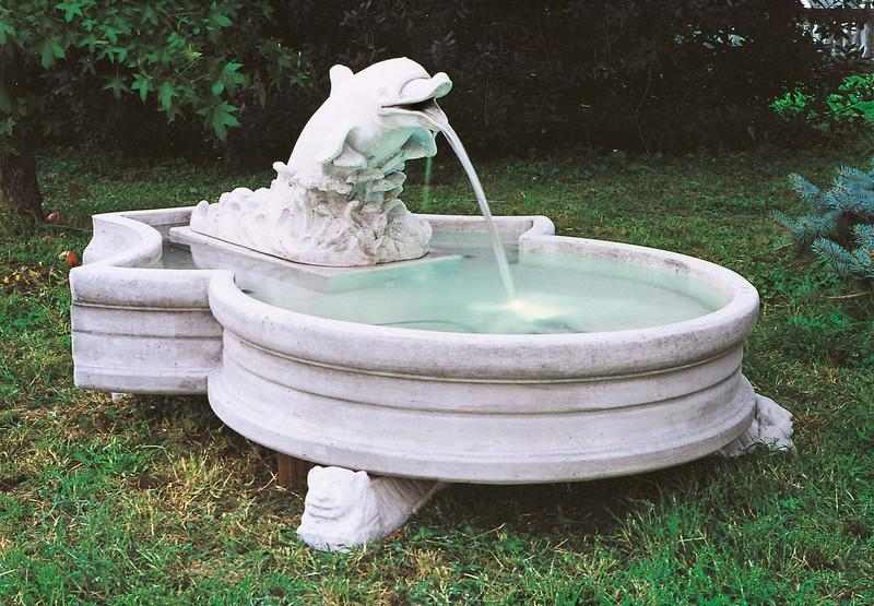 Fontaine en pierre reconstituée-modèle-dauphin-avec-bassin-   Le bon ...